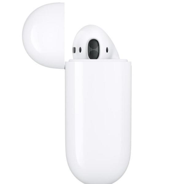 Apple AirPods (New) Беспроводные наушники в футляре с возможностью беспроводной зарядки
